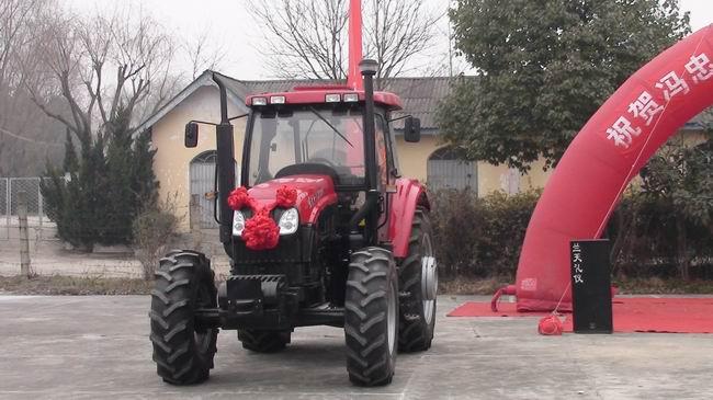 1104新型拖拉机一台.1月13日,汉台区隆重举行了颁送奖品车高清图片